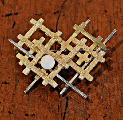 BEAUTIFUL VINTAGE 14K GOLD BROOCH...$299.00