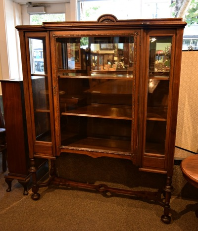 LOVELY VINTAGE MAHOGANY DISPLAY CABINET...$499.00