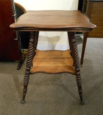 HANDSOME ANTIQUE SOLID OAK PARLOR TABLE...$249.00